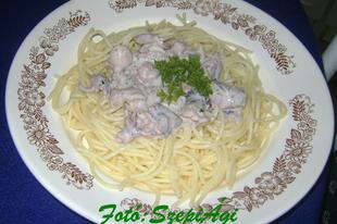 Tejszínes tengergyümölcsei, spagettivel