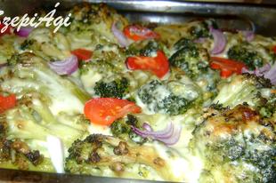 Gazdag sajtos brokkoli, húsos burgonya ágyon