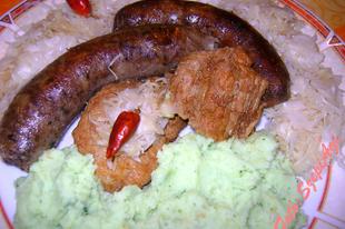 Disznótoros, brokkolis krumplipürével, kovászolt káposztával