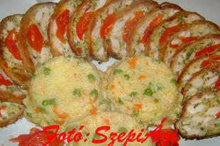 Őzgerincben sült, baconos csirkemell, zöldséges rizzsel