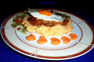 Csirkemell holstein módra sárgarépás vajas krumplipürével