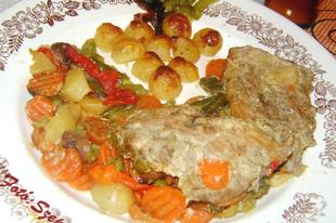 Pataki - tálban készült mustáros karaj, vele sült zöldségekkel