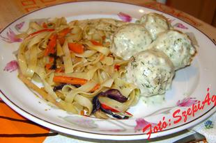 Kaporszószos húsgombóc, pirított zöldséges tésztával
