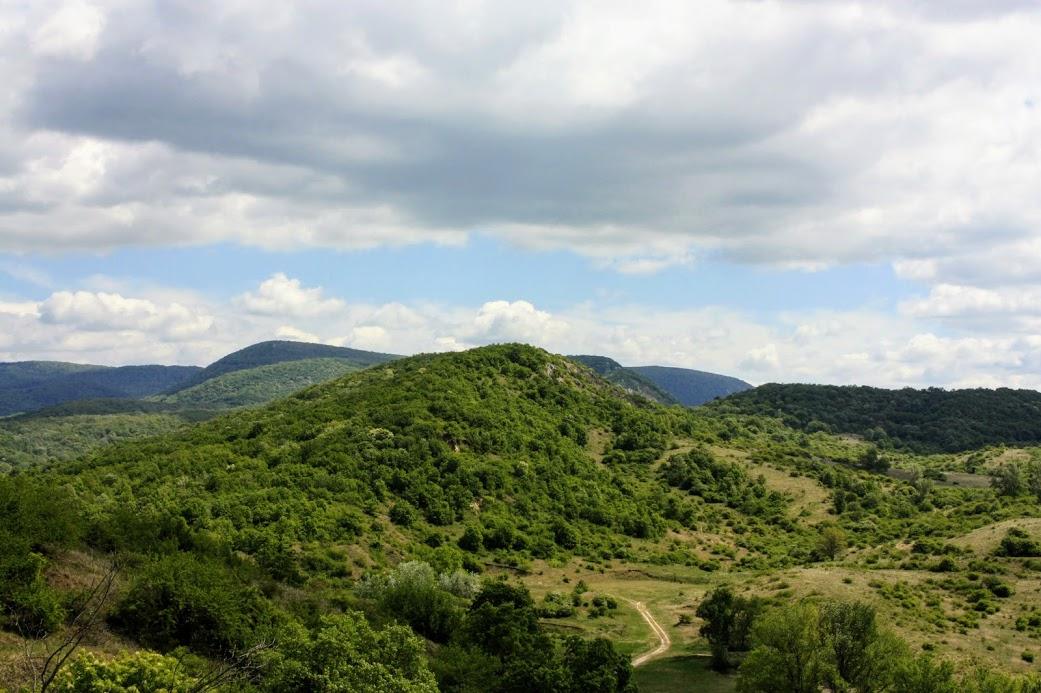 A Nagy-Strázsa-hegy a Kis-Strázsa-hegyről