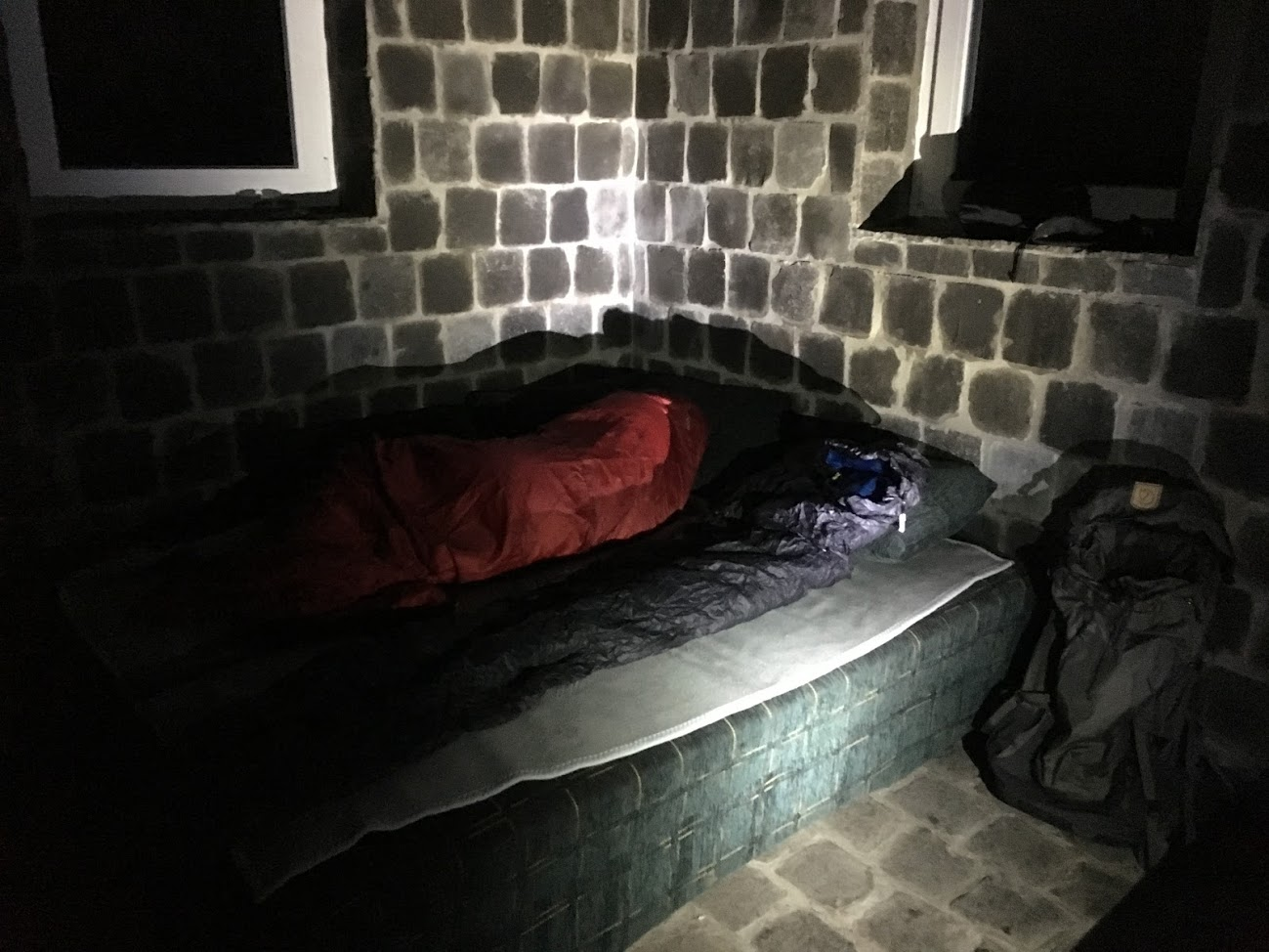 Első emelet, kényelmes fekhely