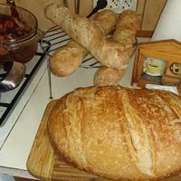 Fokhagymás minibagette és aludttejes kenyér