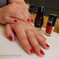 Vörös körmök nyomdázott fecskékkel - NOTD