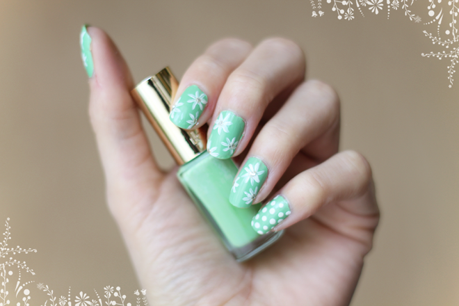 NAIL ART | WHITE FLOWERS