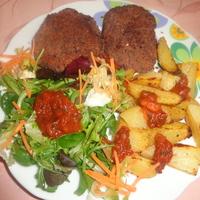 Babburger angolosan átsütve fűszeres tepsis burgonyával, salátakeverékkel és Salsa szósszal