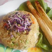 Zöldborsós-bébirépás quinoa-rizottó  grillezett spárgával