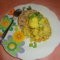 Csicseriborsó-karfiol curry zöldséges rizzsel
