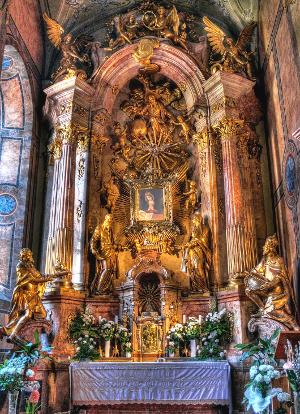 a_gyori_konnyezo_maria_oltar_gyor_bazilika_300.jpg