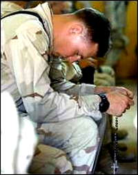 20060918marine-prayer_t_200.jpg