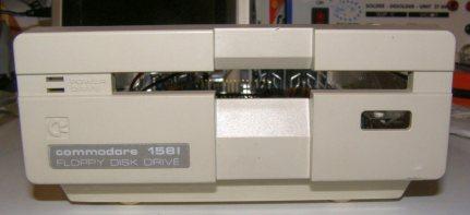 kis  Commodore 1581 meghajtó.jpg