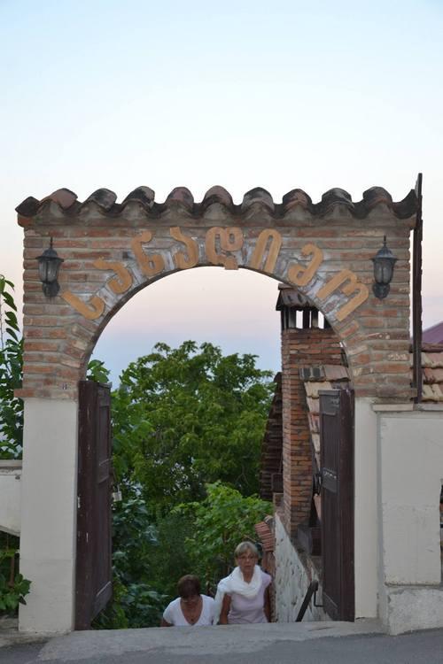 Az út elején egy kapu jelzi, hogy jó felé mész