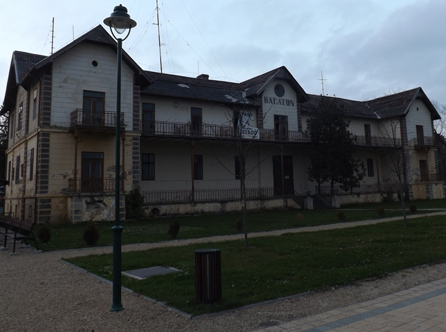 Sajnos Keszthelyt sem kerülte el a szomorú sors, ami most a Balaton-parti településekre jellemző.....