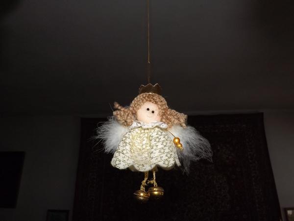 kis angyalka lóg a mennyezetről.... több is, csak nem sikerült róluk jó képet csinálni..