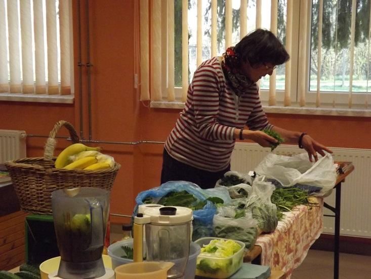 A variációk sokszínűek és olyan zöldet vagy gyümölcsöt használsz fel a turmixodhoz, ami éppen kéznél van.