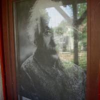 Einstein rémisztgeti a szomszéd nénit :)