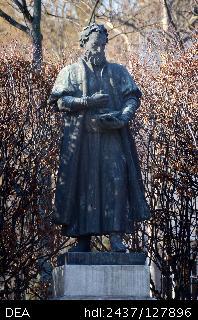 huszar_gal_szobra_debrecenben_ohmann_bela_bronz_1938.jpg