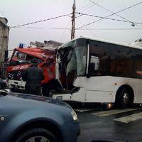 Jó nagy tűzoltóautós-buszos baleset a Moszkva téren - upated