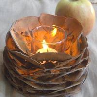 Az ősz fényei: mécsestartó tobozpikkelyekből