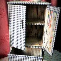 Bútor újrahasznosítással: szekrény újságpapírból