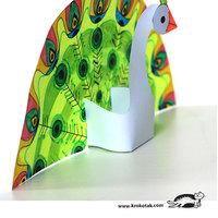 Szivárványszínű papírpáva - ingyenes mintaívvel
