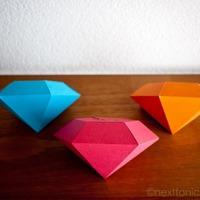 Hajtogassunk: gyémánt alakú ajándékdobozka