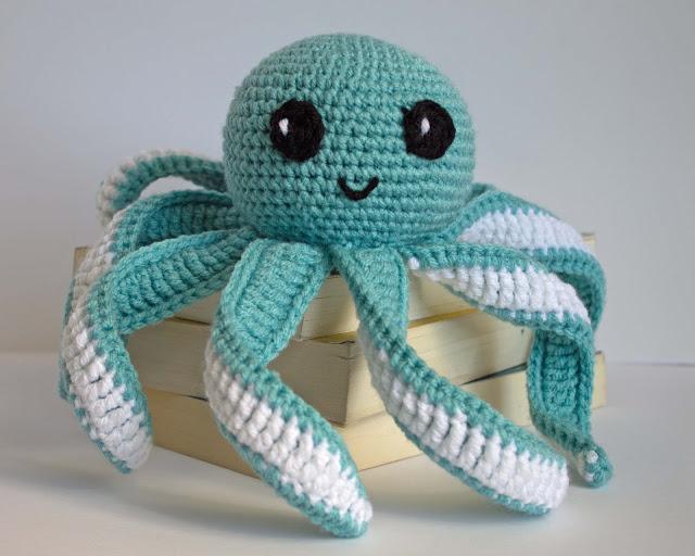 crochetoctopusonbooks_edited-1.jpg