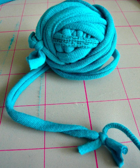 knotted-tshirt-yarn.jpg