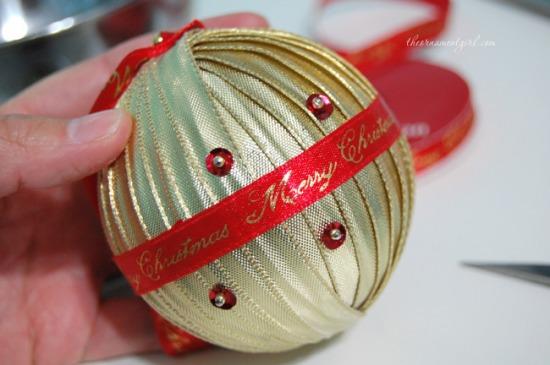pin-sequins-around-ornament.jpg