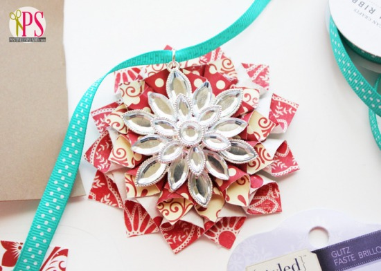 rolled-paper-flower-christmas-ornaments-tutorial-1.jpg
