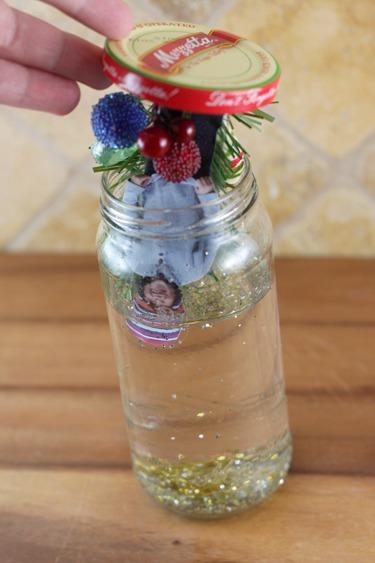 placing-lid-on-jar.jpg