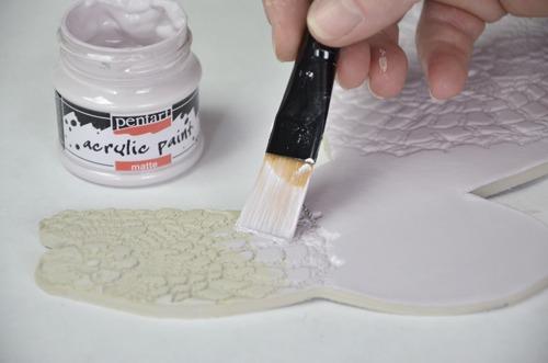 Levegőn száradó gyurma festése