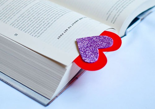 diy-valentines-day-bookmark_zps6f1fe420.jpg