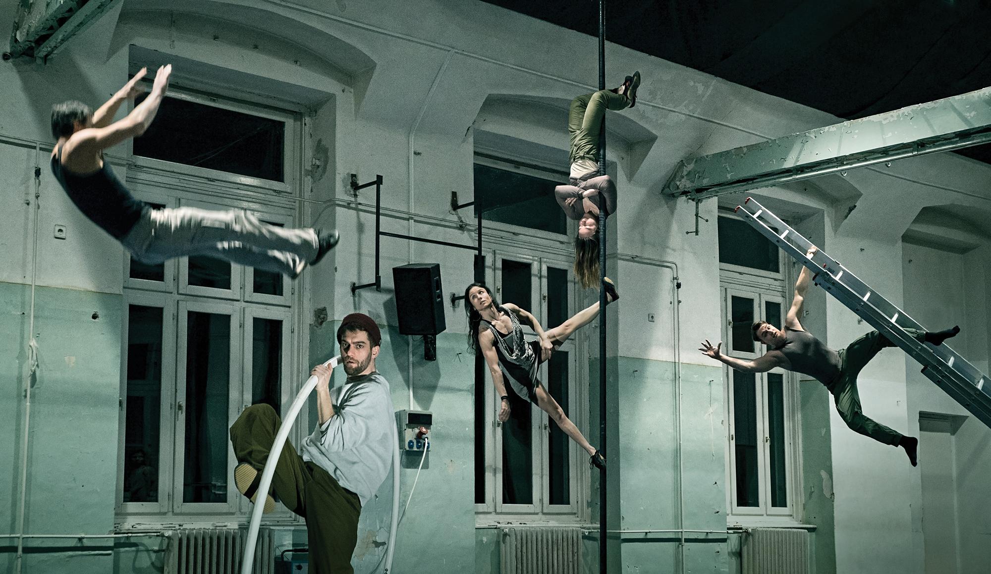 grotesqu_gymnastics_kudarc_te_ri_ga_spa_r.jpg