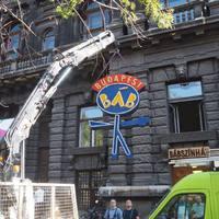Lecserélték a Budapest Bábszínház neon feliratát