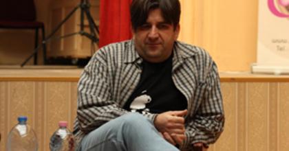 Új helyszínen Gáspárik Attila irodalmi stand-upja