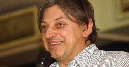 Badár Sándor állásinterjúkat vezet a Hegyalja Fesztiválon
