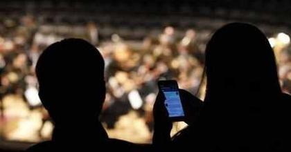 Külön hely jár a twitterezőknek néhány színházban