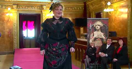 Jelmezbemutatót tartottak az Operában - Videó