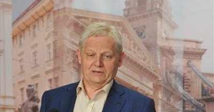 'Tényekkel érdemes foglalkozni' - Tarlós István az Újszínházról