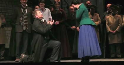 A színpadon kérte meg kedvese kezét egy operaénekes