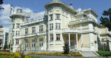 """""""Ráléptünk az újjáépítés ösvényeire"""" - Találkozó a kaposvári színházban"""