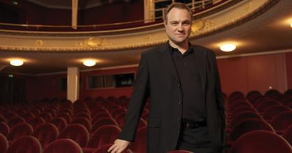 Az orr a konformizmusról szól - Matthias Oldag operarendezése a CAFe Budapesten
