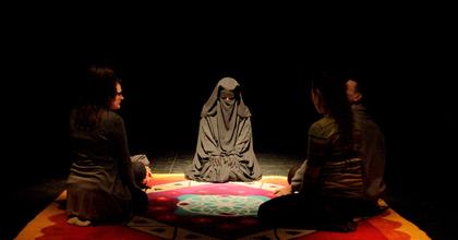 A szőnyeg – színházi előadás az életről a halál tükrében