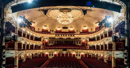 Állás - A Vígszínház díszítőt keres