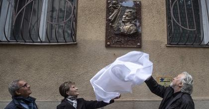 Emléktáblát avattak Tolnay Klári egykori lakóházán