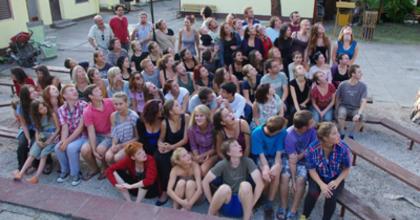Fiatal színjátszókat keres a Kerekasztal Színház